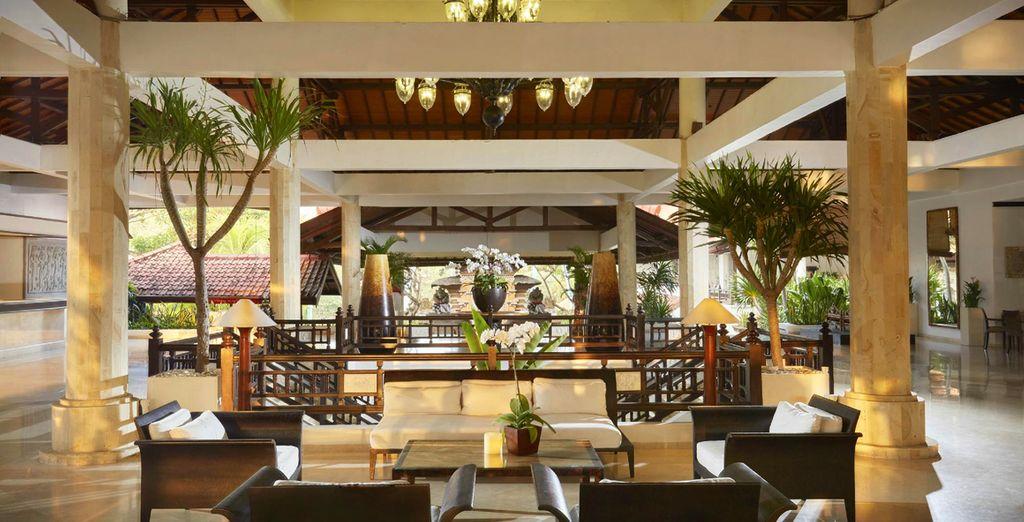 Poussez les portes de la réception et découvrez des espaces élégants...