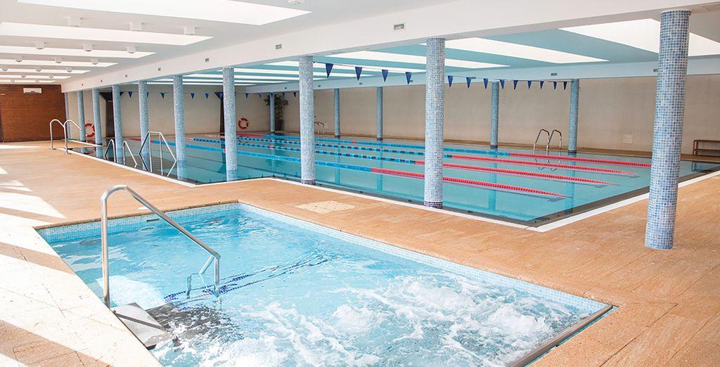 À vous de choisir entre la piscine intérieure