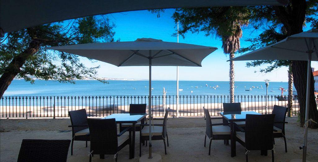 Déjeuner en terrasse, face à une vue magnifique