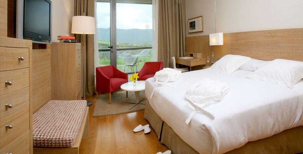 Votre chambre avec balcon et vue sur le golf vous attend