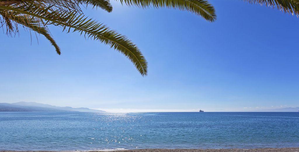 Venez vous détendre sur la plage à quelques mètres de là...