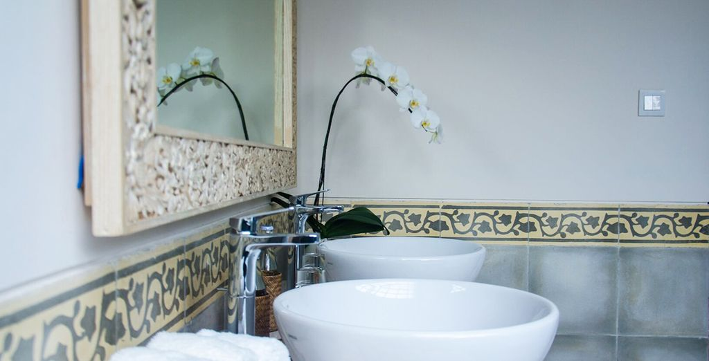 Et de sa salle de bain toute équipée