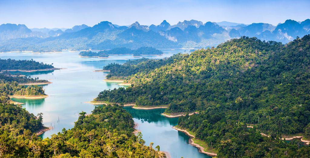 Puis rejoignez Khao Sok et son magnifique parc naturel