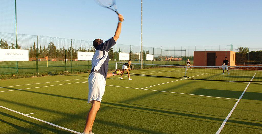 ou profitez d'une partie de tennis pour garder la forme