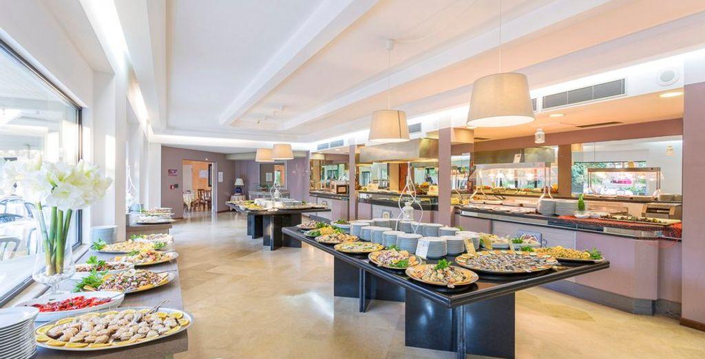 Savourez un dîner dans une ambiance conviviale au restaurant
