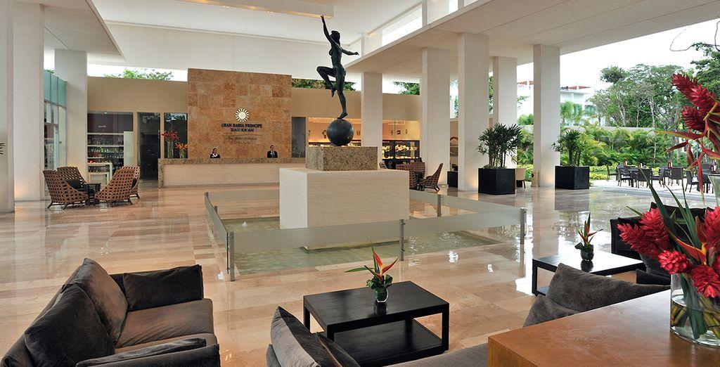 Dans un hôtel moderne à la décoration minimaliste