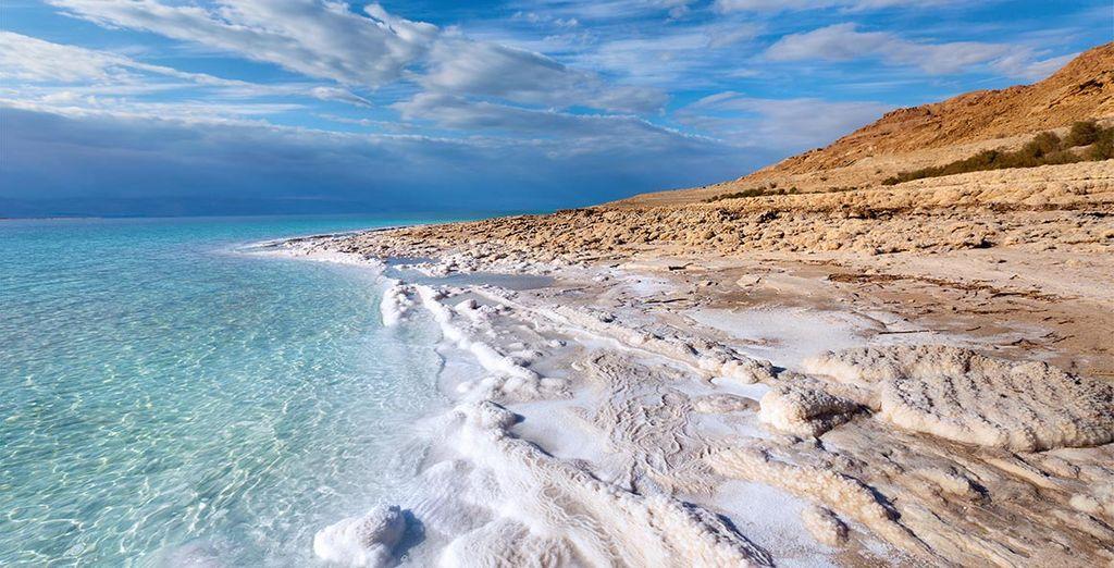 Ferez l'expérience d'une baignade dans les eaux salées de la mer Morte