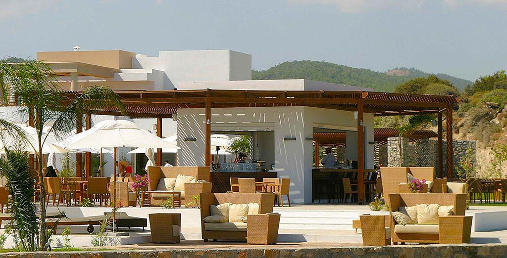Rafraîchissez-vous avec un cocktail en terrasse
