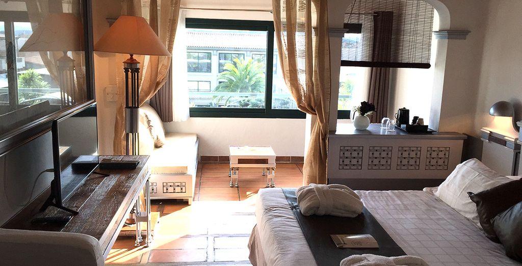 Prenez place dans votre chambre lumineuse... - Hôtel Le Roi Théodore 4* Porto Vecchio