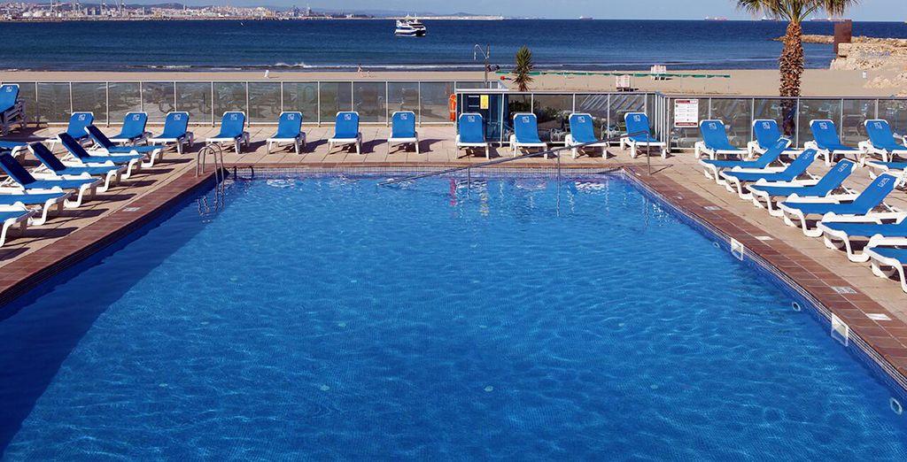 Un hôtel situé face à la mer