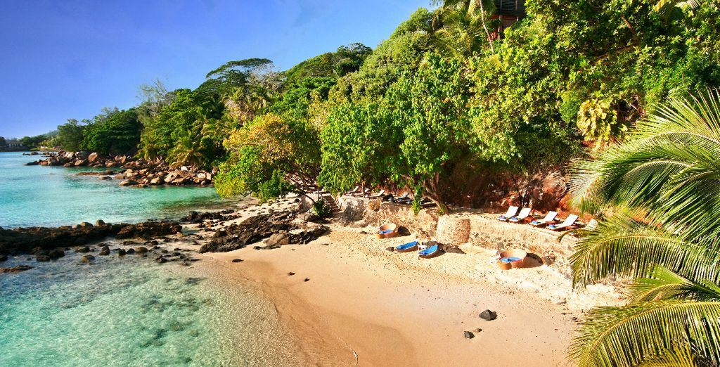 Vous débuterez au choix votre séjour sur une plage préservée...