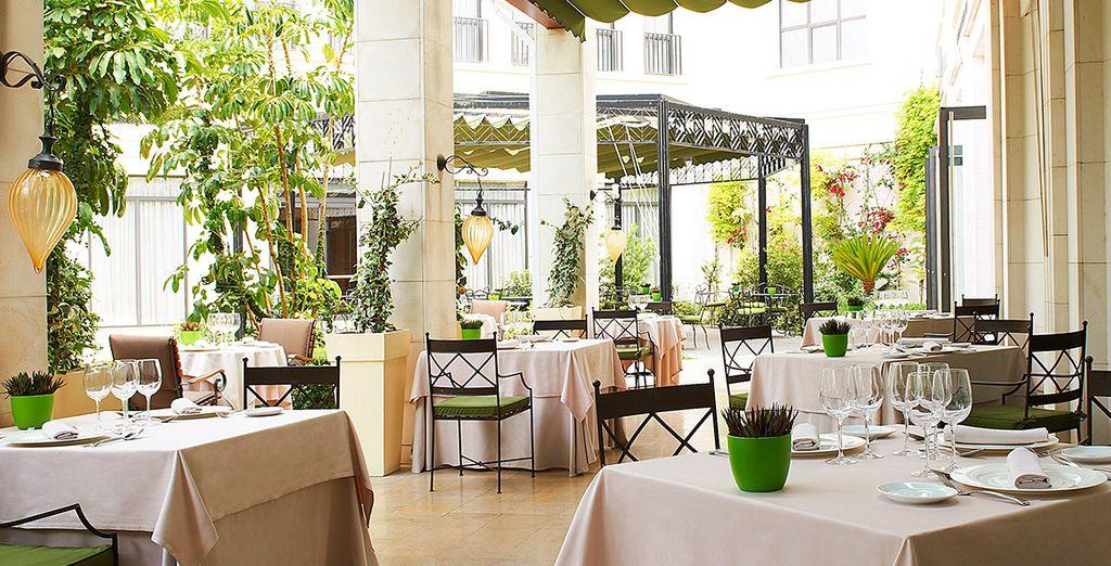 Et installez-vous pour découvrir de nouvelles saveurs au restaurant Rosmarino !