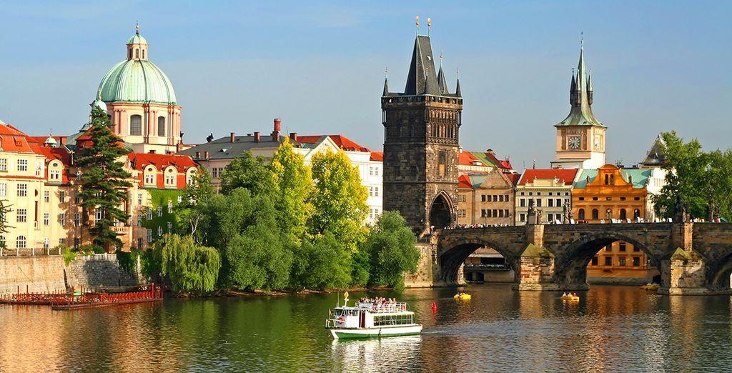 Votre programme débutera par Prague, la ville aux cent clochers.