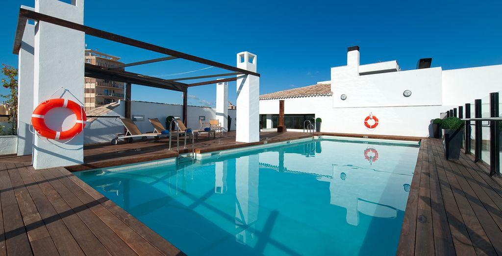 La piscine sur le toit vous attend...