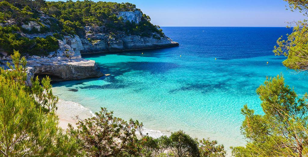 Envolez-vous vers la plus paisible des îles des Baléares: Menorca...