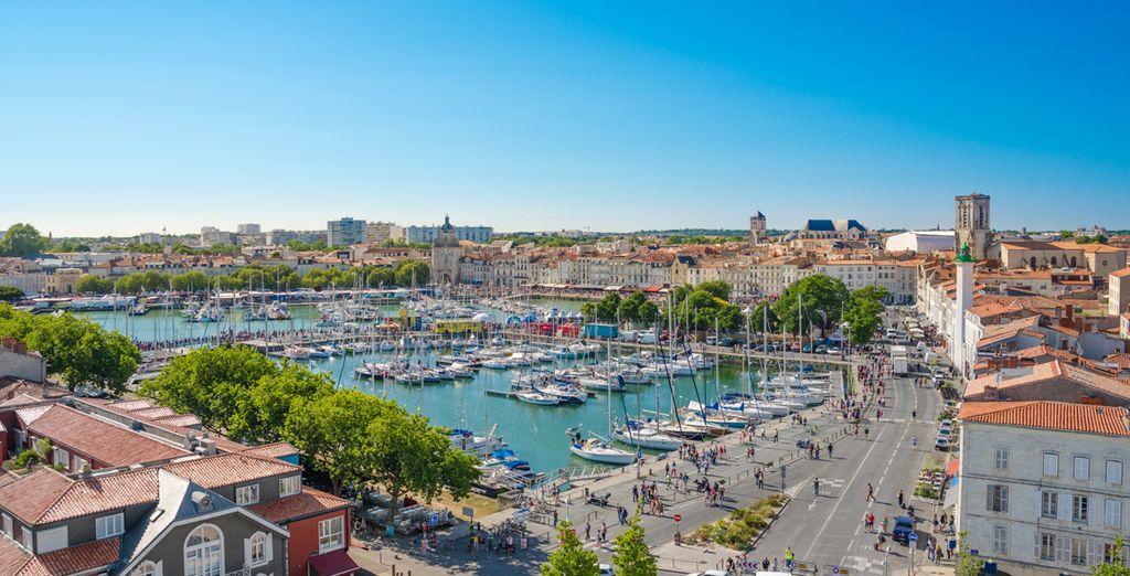 Photographie la ville blanche de La Rochelle et de son Vieux Port