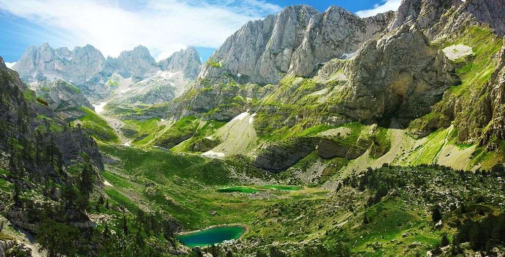 Alpes d'Albanie, paysages montagneux et lacs