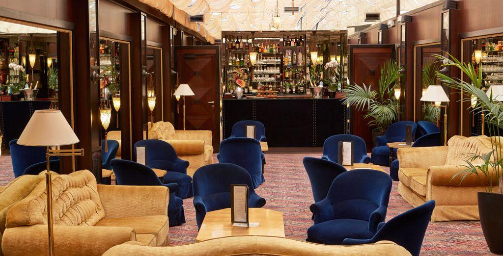 Ou d'un verre au bar dont le décor s'inspire du Carnaval de Venise