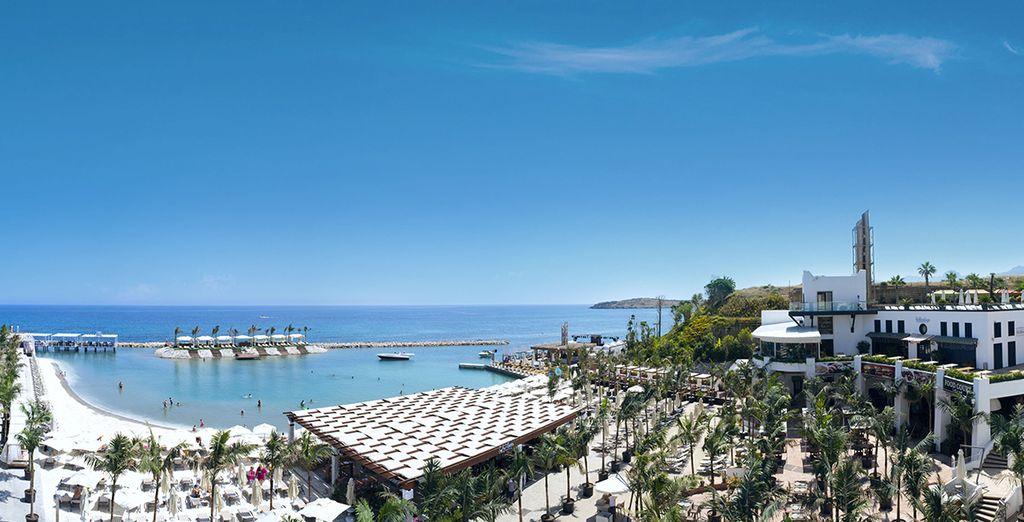 Envolez-vous pour le Cratos Premium Hotel & Casino