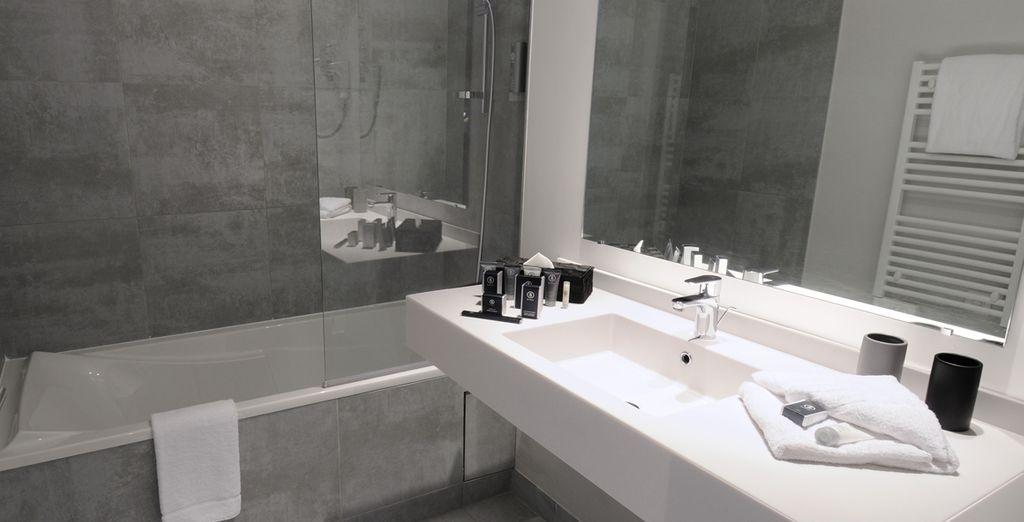Avec sa belle salle de bain design !