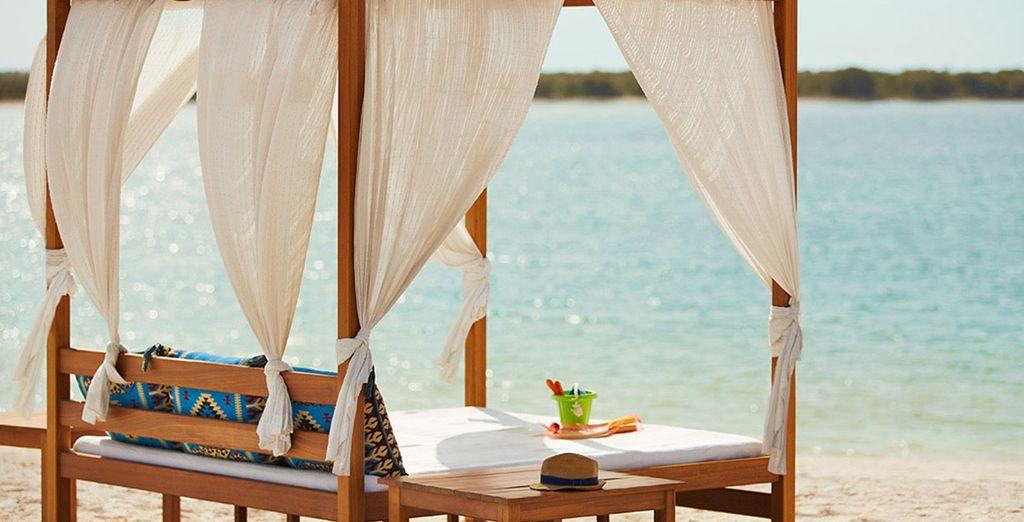 Ou vous rendre simplement à la plage dans le décor de rêve de l'île de Yas