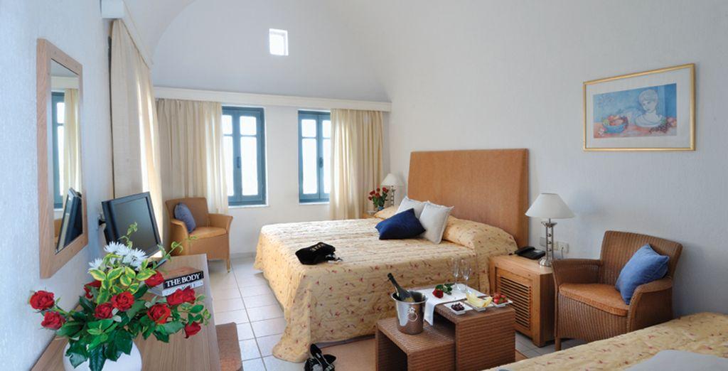 Vous séjournerez dans une confortable & lumineuse chambre Standard...