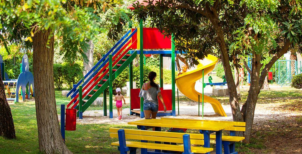 Pendant que vos enfants joueront dans les espaces qui leurs sont dédiés