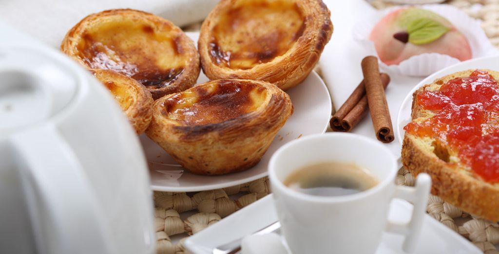 Découvrez les spécialités culinaires portugaises comme les fameux pasteis de Bélem