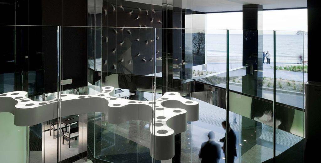 Vous découvrirez un hôtel design & contemporain...
