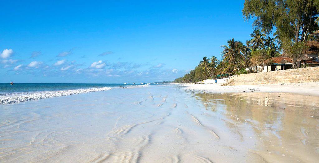 Plage de Diani Beach, sable fin et eaux turquoise au Kenya