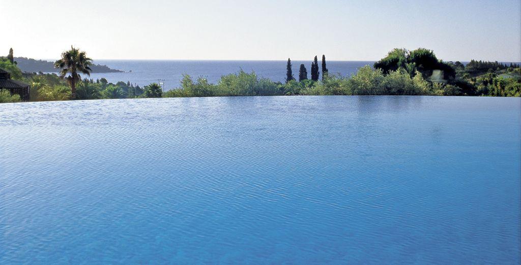 Savourez le panorama depuis la piscine...