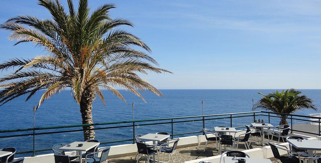 Et à votre retour de balade, vous apprécierez de prendre un verre sur la terrasse face à la mer