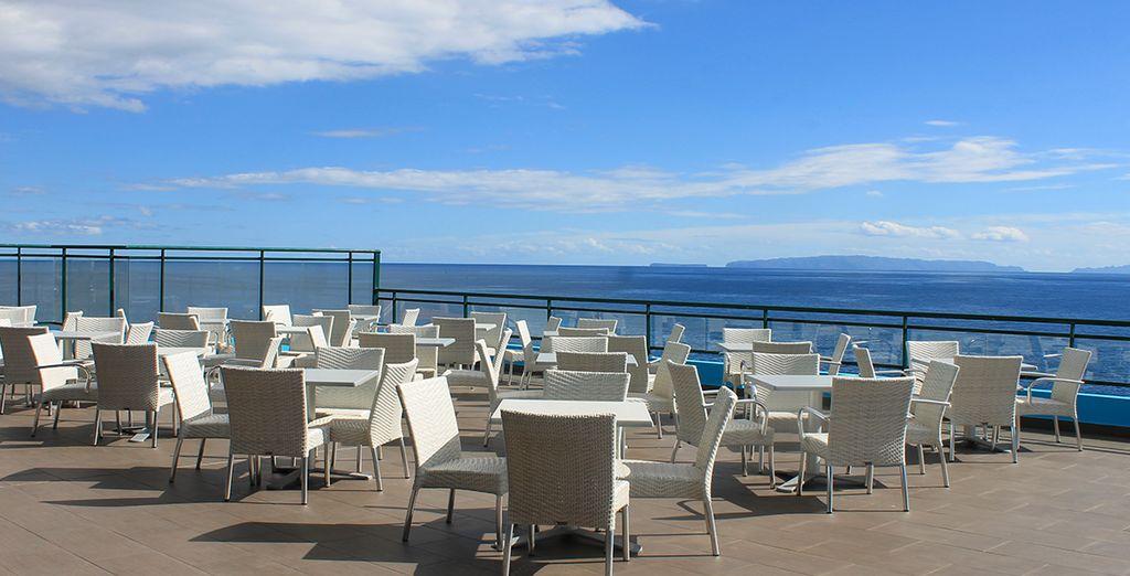 l'établissement vous offre une superbe vue sur la mer.