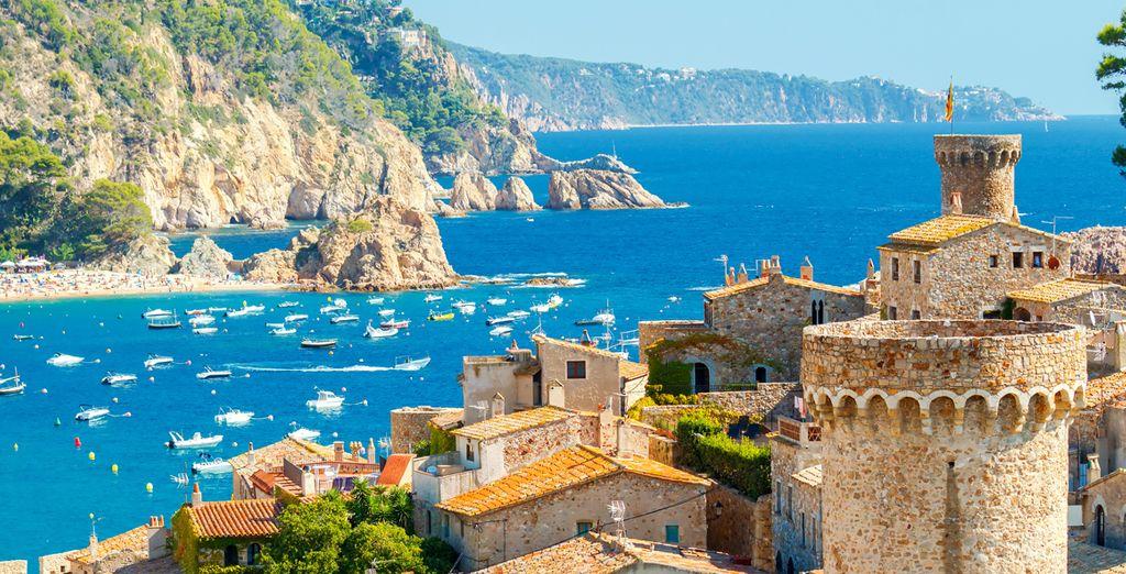 Puis découvrez la belle ville de Tossa de Mar