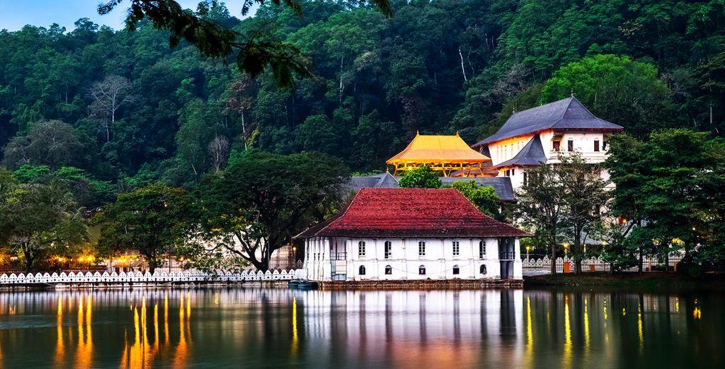 En passant par la beauté historique de Kandy et son temple de la dent