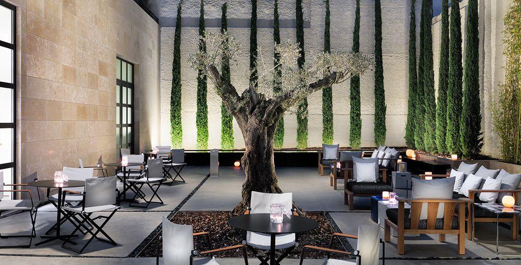 Bienvenue à l'hôtel H10 Art Gallery, un établissement design et artistique