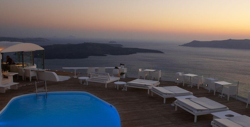 Plongez dans la piscine et admirez le panorama