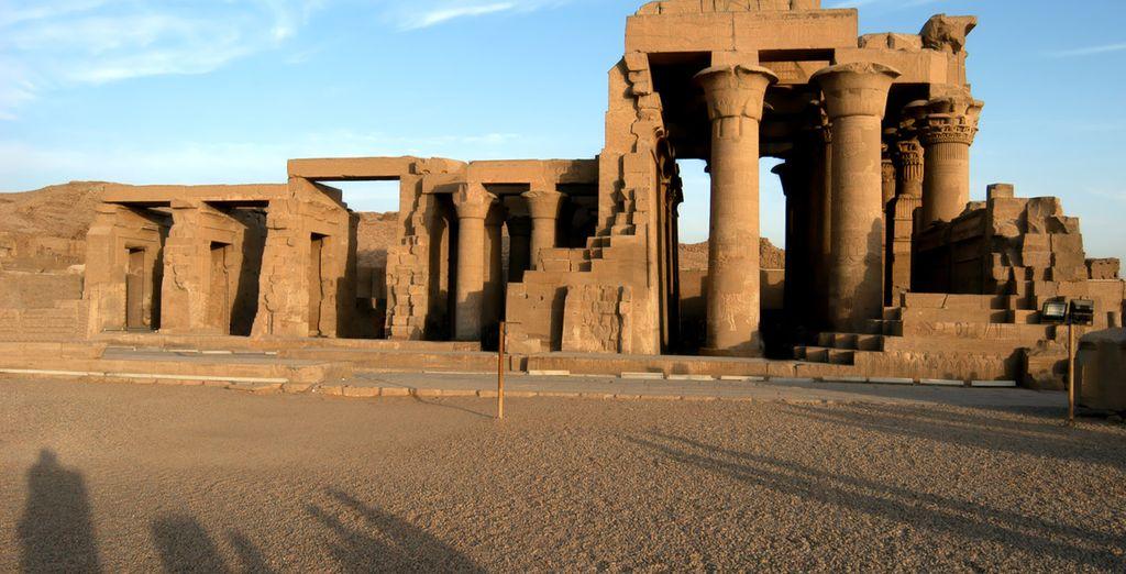 Découvrez les plus beaux vestiges d'Égypte comme le temple de Philae, celui de ptolémaïque...