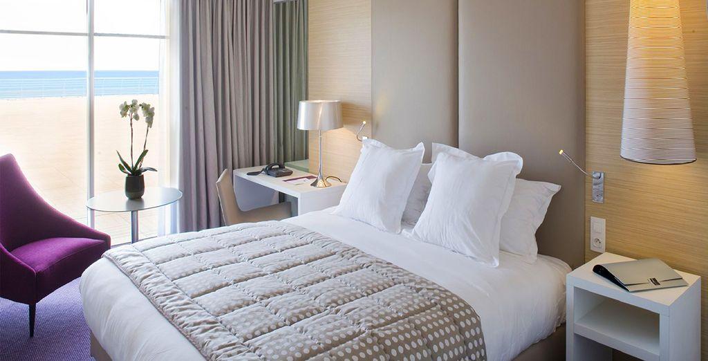 Découvrez votre chambre élégante et harmonieuse vue mer