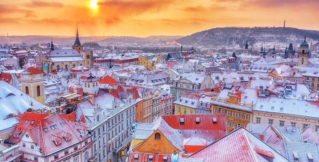 Photographie de la ville de Prague enneigée
