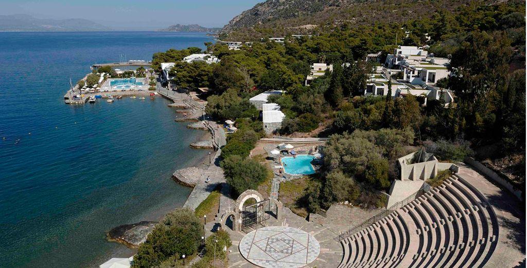 Suivez-nous au Ramada Loutraki Poseidon Resort 5*