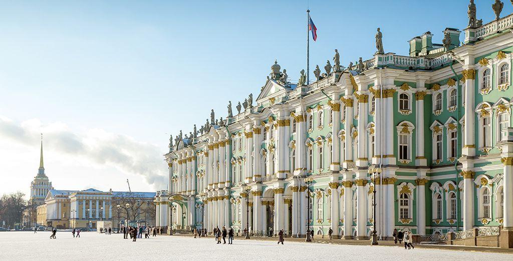 Et partez ensuite explorer les plus beaux sites de Saint-Pétersbourg