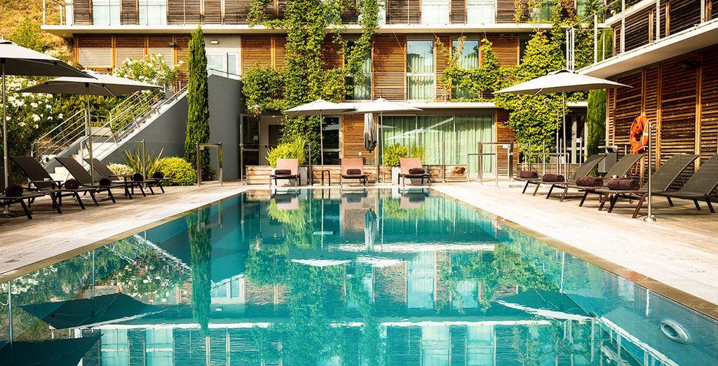 Hôtel haut de gamme quatre étoiles avec piscine extérieure chauffée et espace détente