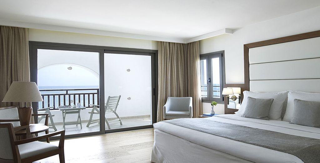 Hôtel haut de gamme 5 étoiles tout confort avec chambre double et vue sur la mer méditerranée