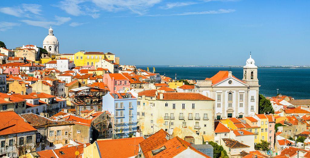 Photographie panoramique de la ville Lisbonne et de ses architectures colorées