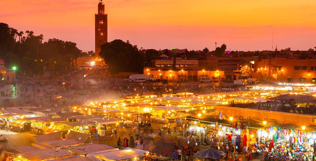 Visitez la place Jemaa-el-Fna et son célèbre marché