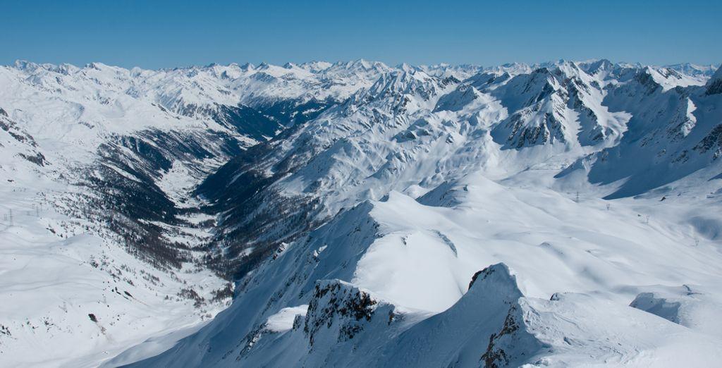 Photographie des montagnes enneigées de Montgenèvre