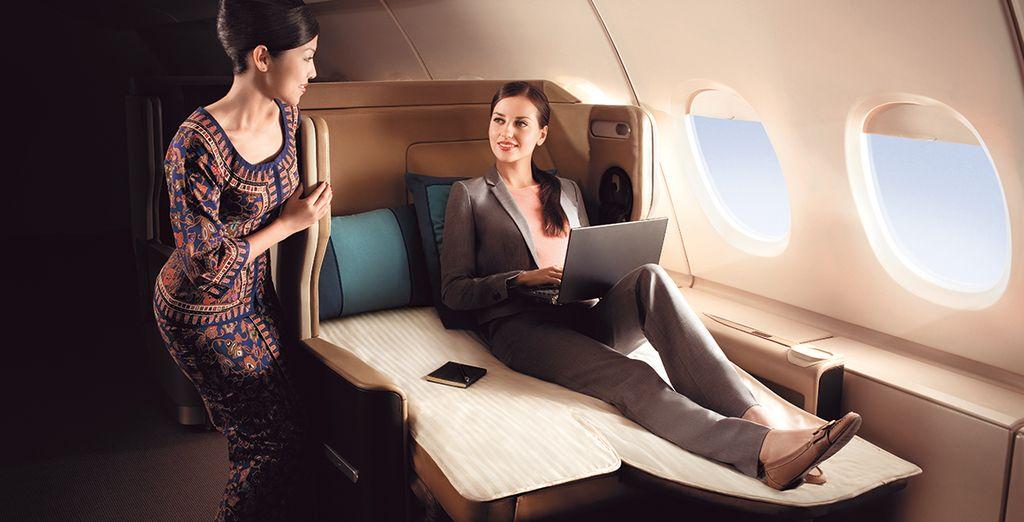 Détendez-vous grâce à son siège en cuire de 86 cm de largeur et inclinable à l'horizontale