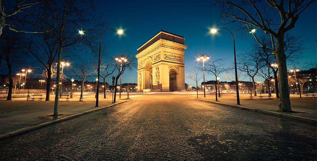 Faites une promenade sur les Champs-Elysées