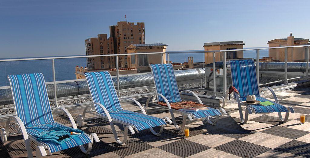 Lézardez au soleil du toit-terrasse de la résidence